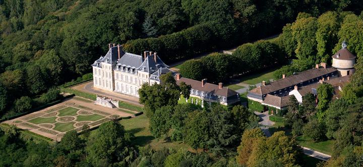 chateau saint-jean-de-beauregard