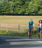 promeneur à vélo